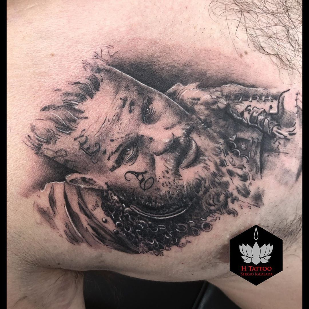 Vikingo - sígueme para ver más trabajos 💪🖤 #tattoo #tattoos #tattooofinstagram #tattoolive #tattoolovers #tattooartist #tattoooftheday #tattooist #tattooed #tattoodesign #tattooart #thebestspaintattooartist #granollers #la #lesfranqueses #realismotattoo #vikings #hachetattoo #vikingos #angelestattoo #vikingstattoo #vikingstyle #vikingtattoo #valkiria #viking #bcn