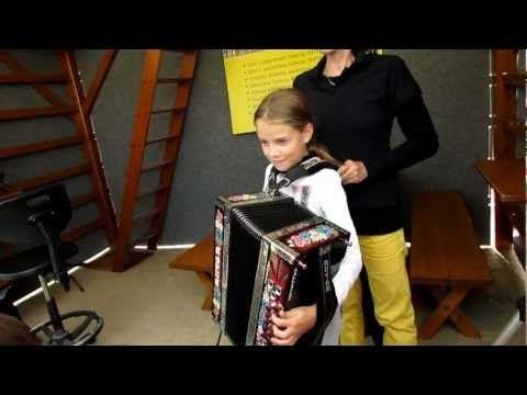 Mes Images: Preizkus totter midija - Une jeune accordéoniste Vidéo !