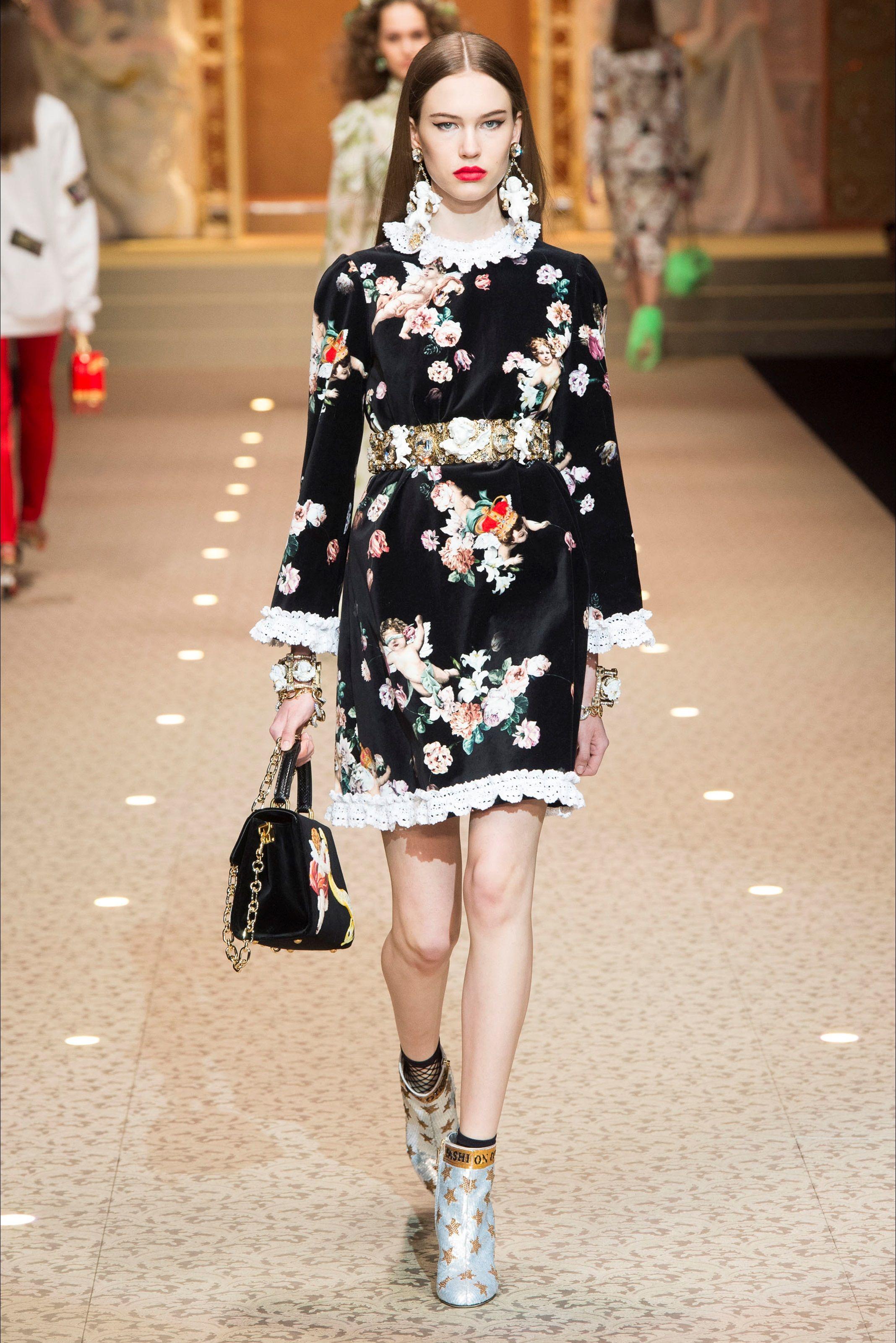 531ea8d0ecc7 Guarda la sfilata di moda Dolce   Gabbana a Milano e scopri la collezione di  abiti e accessori per la stagione Collezioni Autunno Inverno 2018-19.
