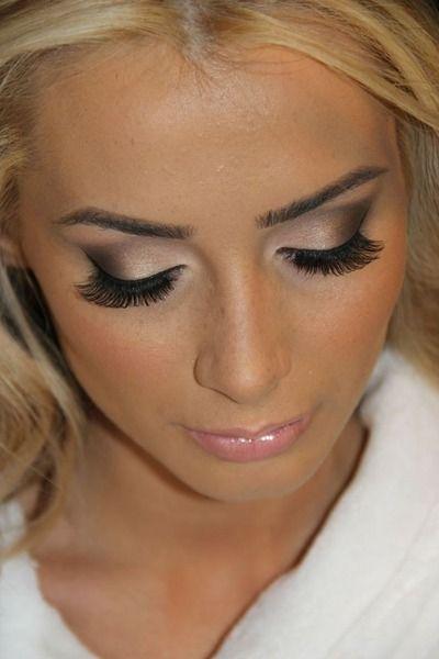 Bridal Makeup To Emphasize Green Eyes In 2020 Brunette Makeup