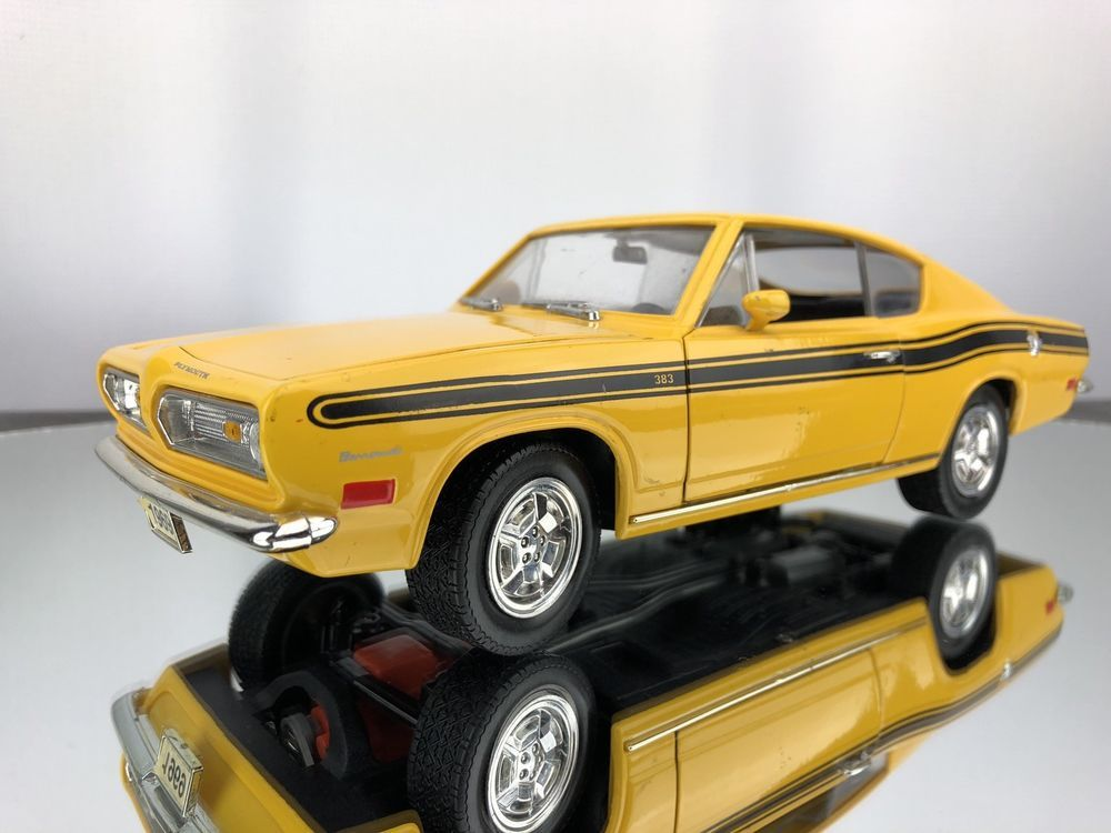 1969 Plymouth Barracuda 383 White 1//18 Diecast Car by Road Signature