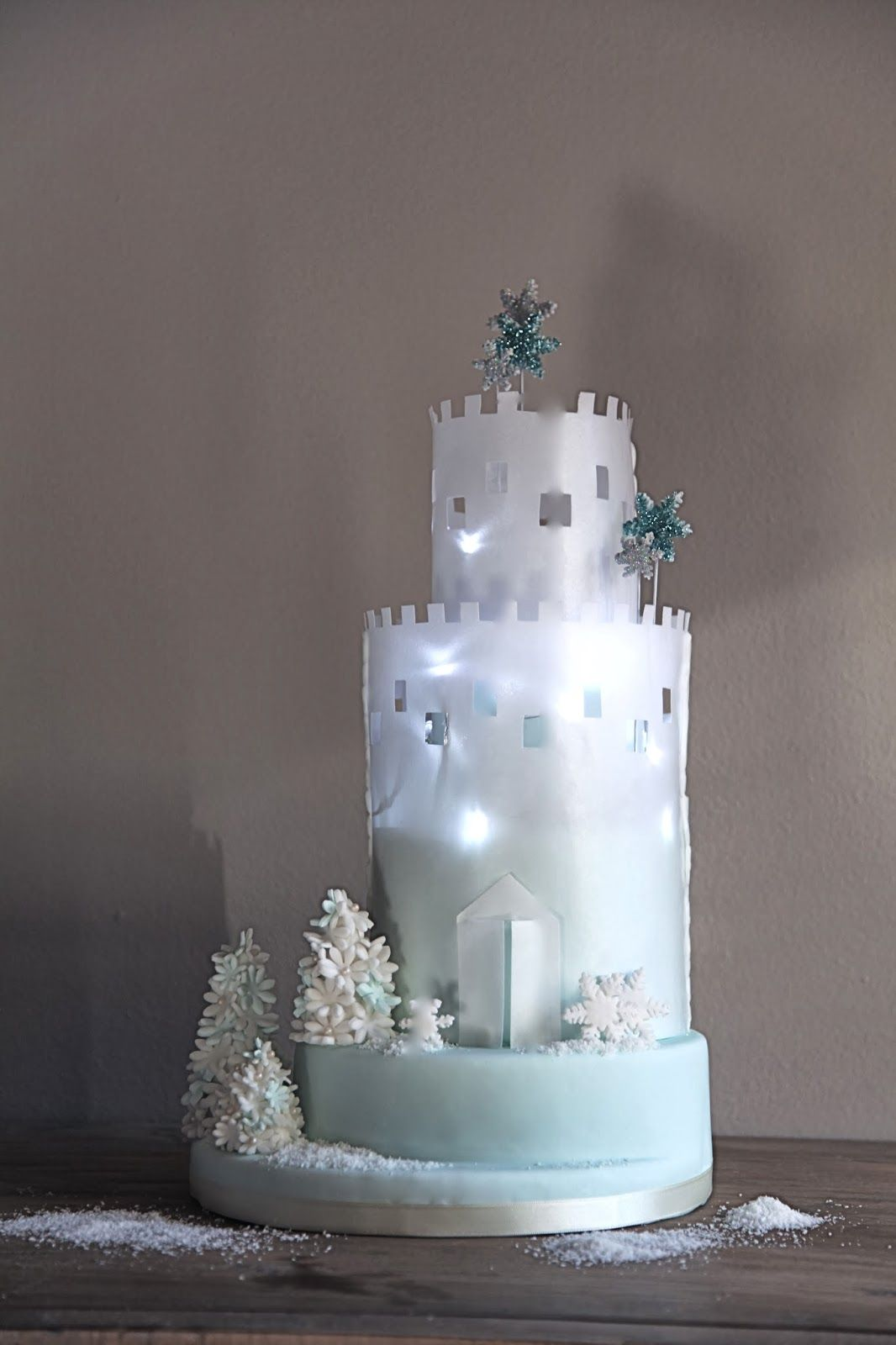 Il castello d 39 inverno di pasta di zucchero e wafer paper for Arte delle torte clementoni
