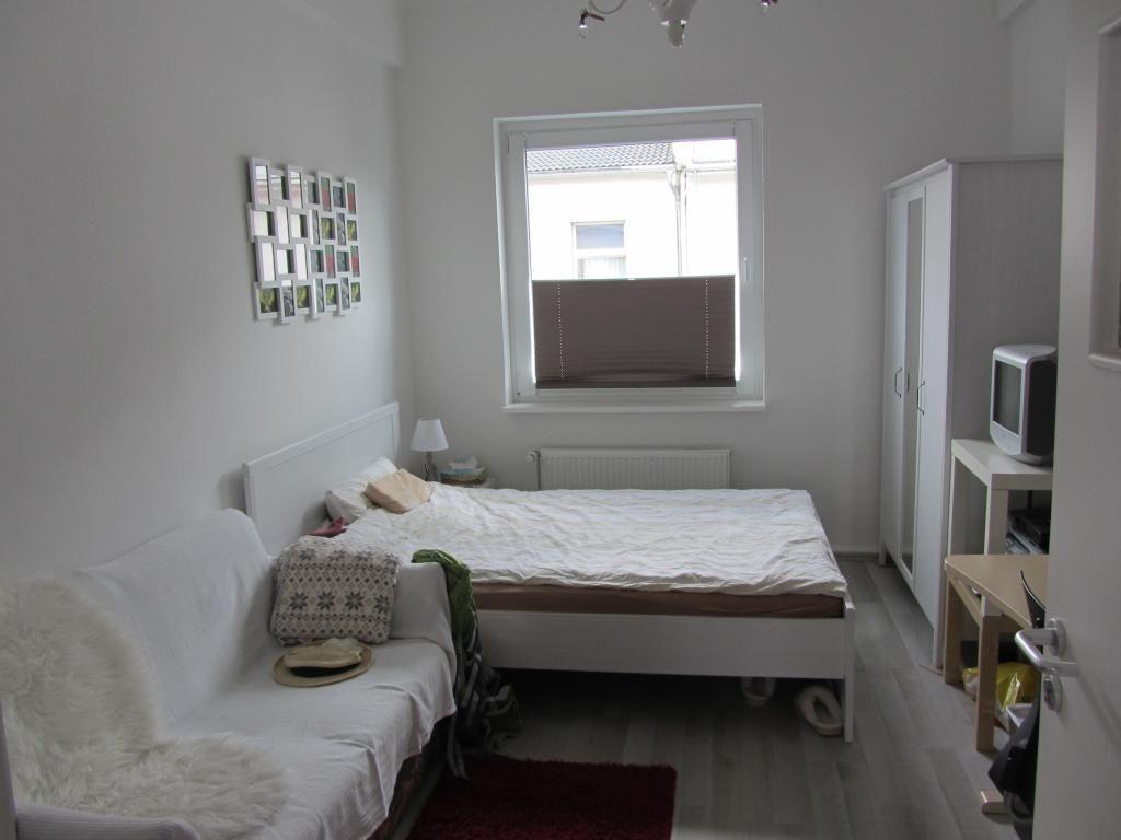 Bitte teilen! 13 qm großes Zimmer in netter 4er Wg in zentraler Lage
