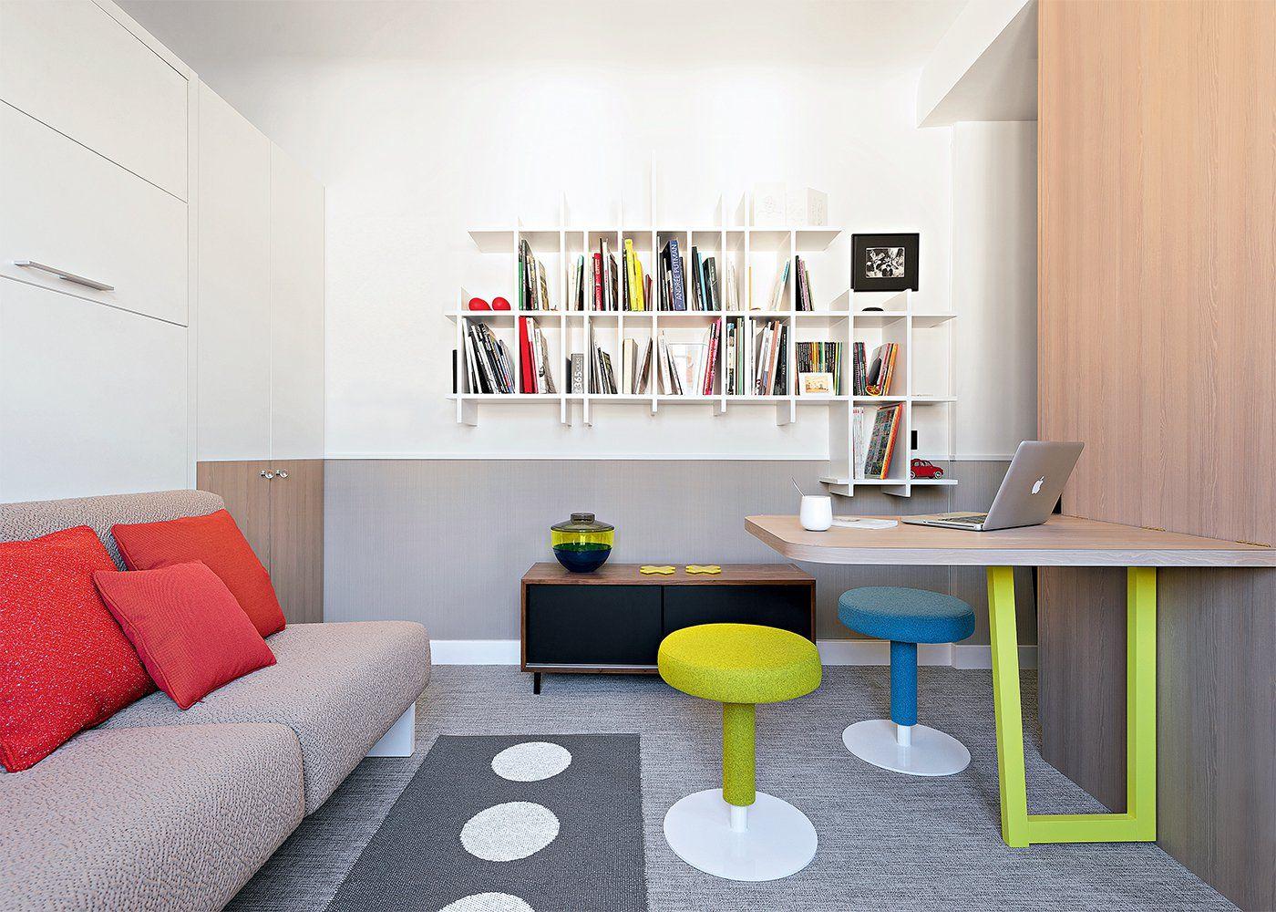 petit salon avec canap tag re et table relevable au style design arty avec m lange de. Black Bedroom Furniture Sets. Home Design Ideas