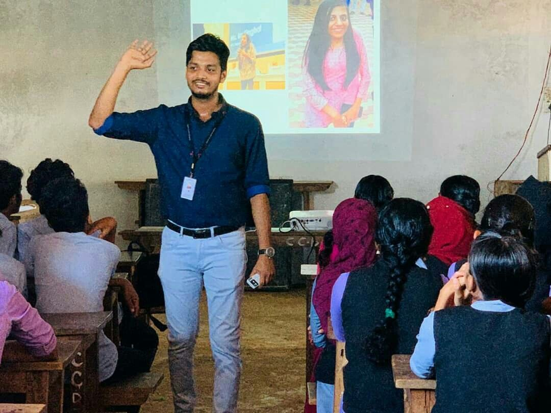 Dream Zone Kasaragod Conducting Interior Designing Seminar At Co Operative College Badiadka College Fashion Celebrity Street Style College Outfits
