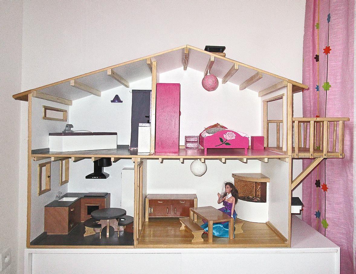 Comment fabriquer une maison de poupées meublée et éclairée   Maison barbie, Maison de poupée ...