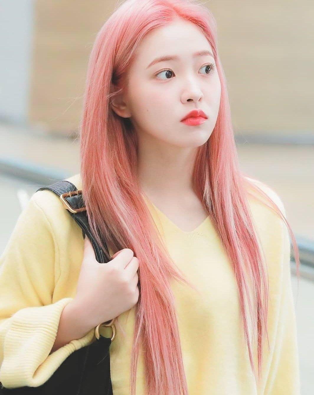 Miss Her Pink Hair Airport Fashion Yeri Redvelvet Arcangel ˏ ɞ ˎ Pink Hair Red Velvet Girl With Pink Hair
