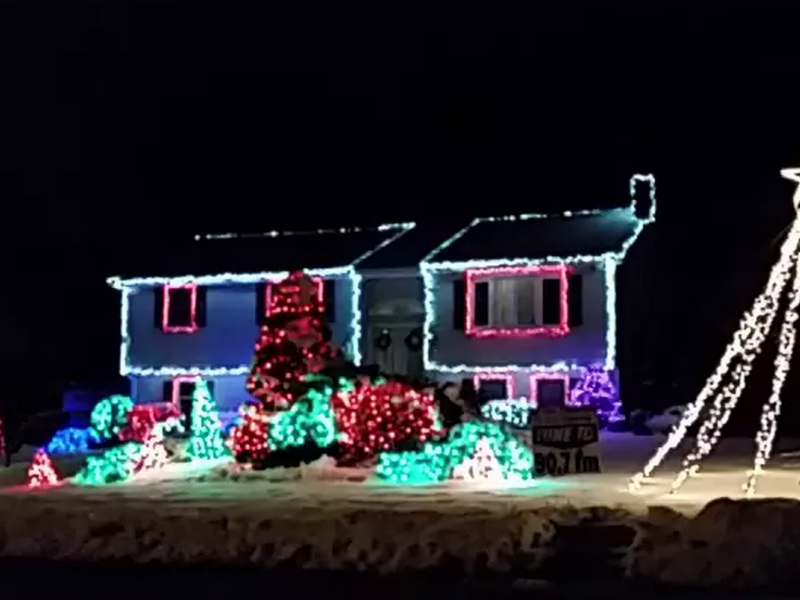 Check Out This Christmas Light Display To Let It Go In One North Shore Town Christmas Light Displays Christmas Lights Light Display