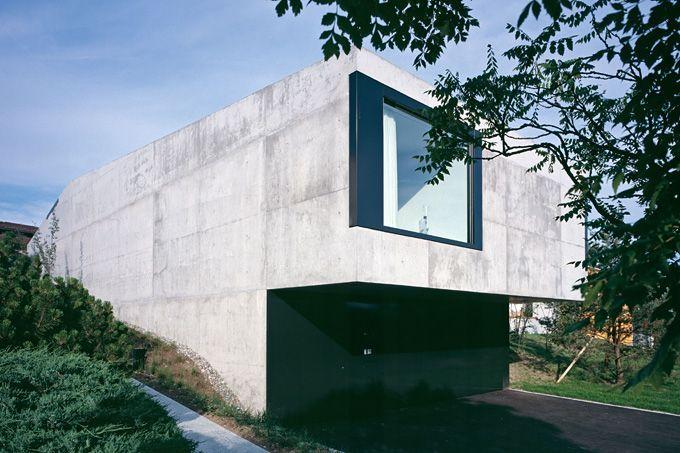 Haus in Oberwil Auftragsart: Wettbewerb, 1. Preis Projekt: 2002 Ausführung: 2003-2004