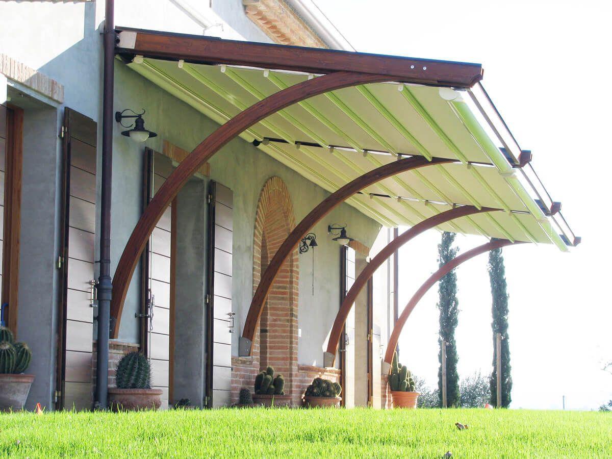 COBERTI Pergotenda Arko con techo móvil Impact en jardín de vivienda ...