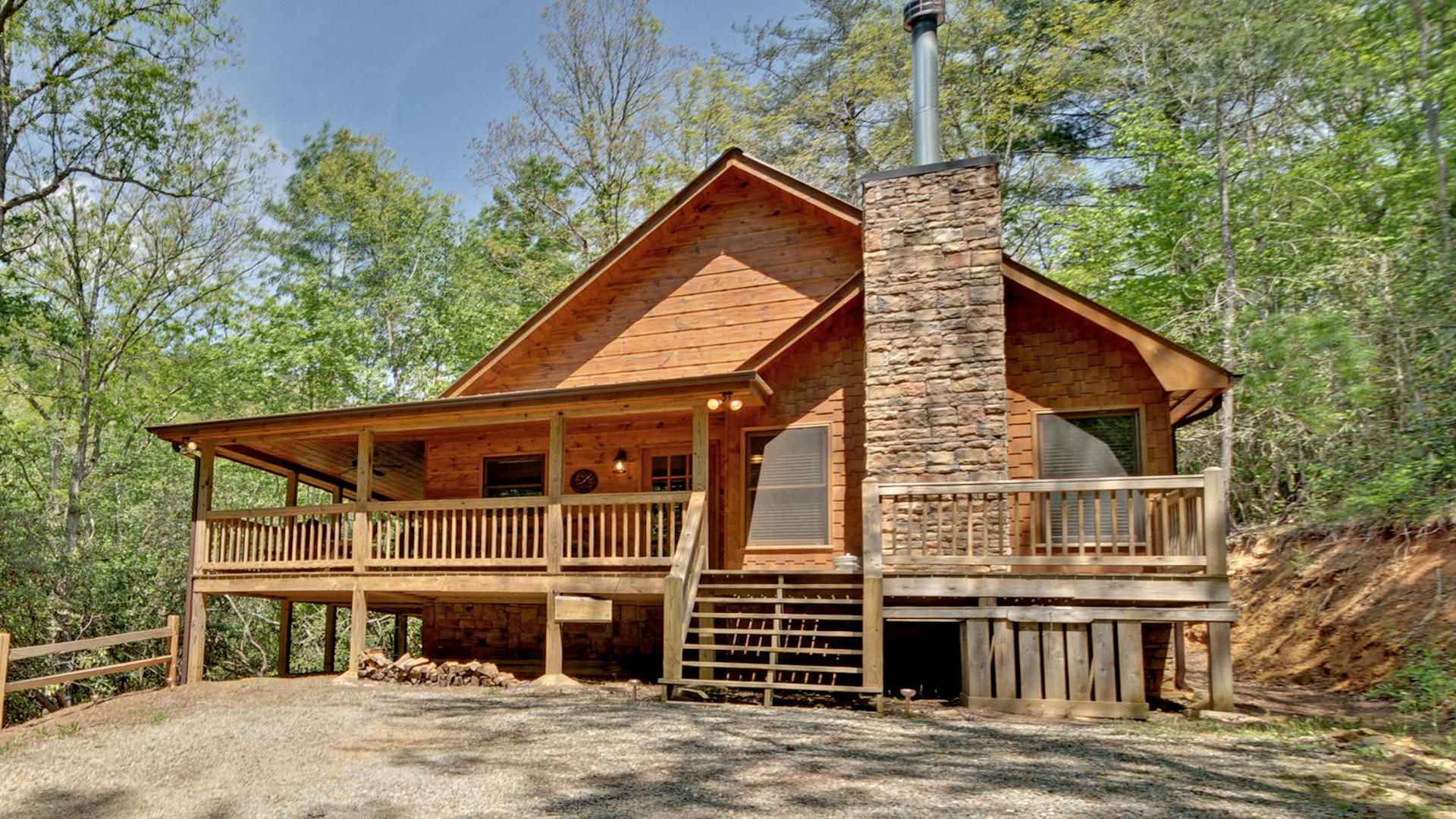 cabins north livingroom family relax helen georgia with the ga area dcnewtvfireplavemainarea cabin rentals in