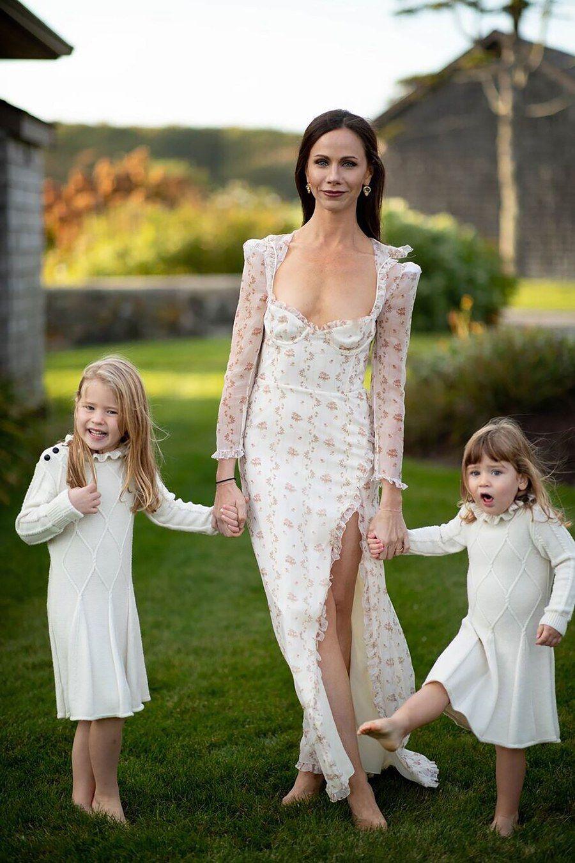 The Story Behind Former First Daughter Barbara Bush S Vera Wang Wedding Dress Wedding Dresses Vogue Wedding Dresses Wedding Dresses Vera Wang