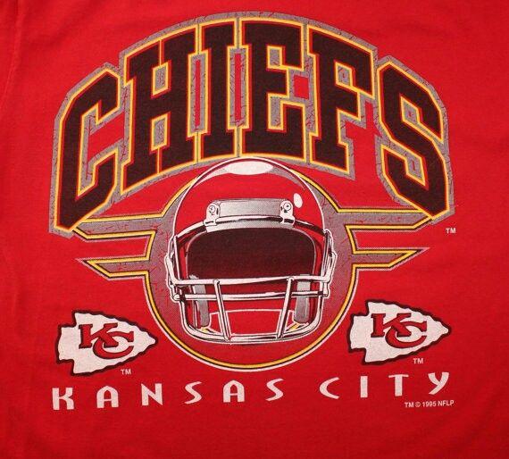 Patrick Mahomes Chiefs Iphone Wallpaper: Kansas City Chiefs Retro T-shirt Graphic