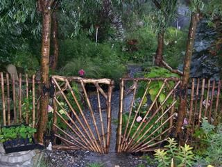 Rustic Willow gate~ I hope to some day have a gated fence similar to this all around my garden...