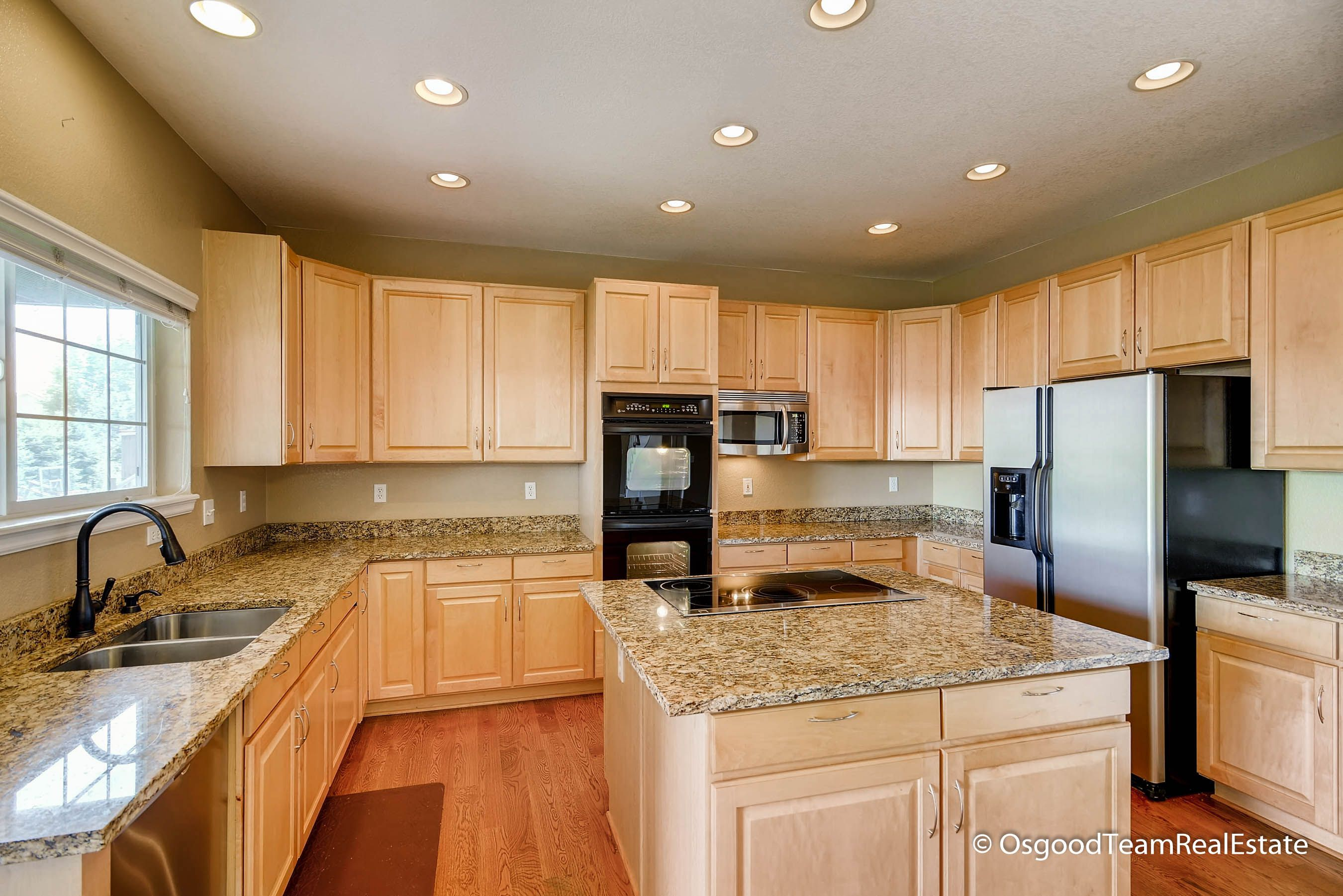Gorgeous Kitchen- maple cabinets, granite counters, center island ...