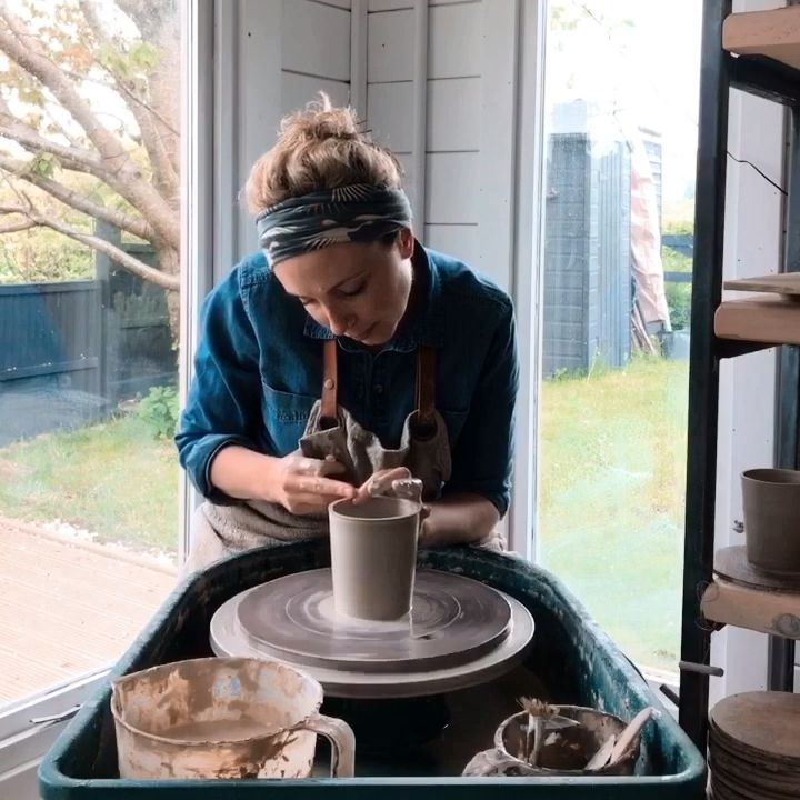 Throwing a mug on the wheel #potterytechniques