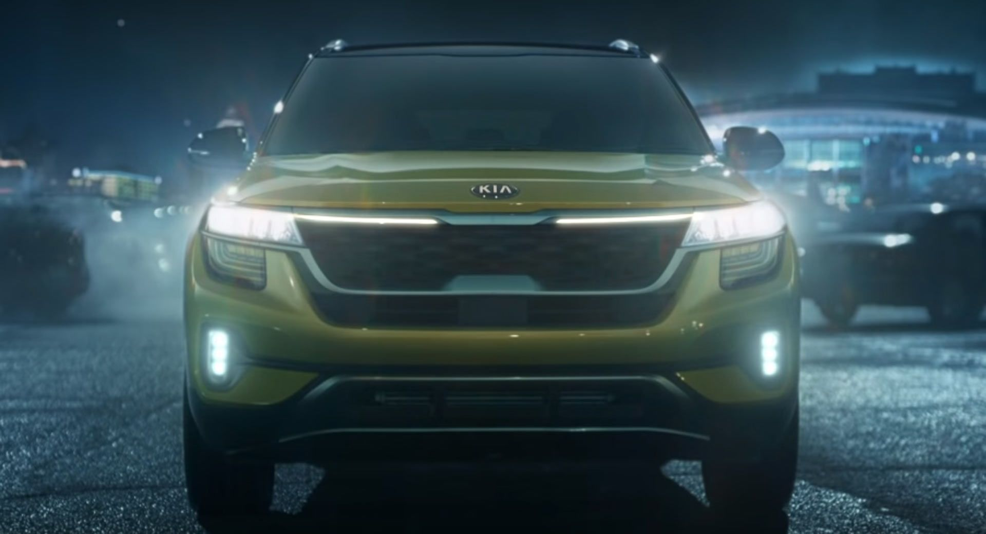 Kia S Super Bowl Commercial Stars The 2021 Seltos And Footballer Josh Jacobs Commercials Kia Kiaseltos Kiavideos Sup In 2020 Super Bowl Super Bowl Commercials Kia
