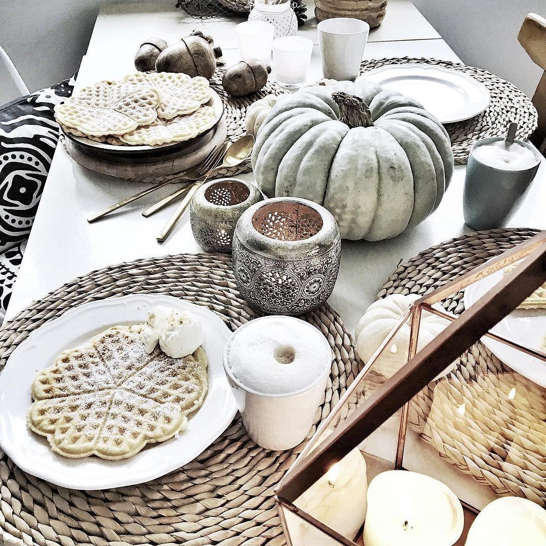 Autumnmood! . . . Naaaa wie wär's jetzt mit diesem Frühstück!!!! Für mich leider nicht bin schon unterwegs! ....vielleicht morgen! Schönen Donnerstag! . #Lady_Stil #lecker #leckeressen #gutenappetit #gedecktertisch #ichliebefoodblogs #foodblogger #foodporn #instafood #autumnmood #herbstdekoration #onmywhitetable #coffeefanatics #coffeeexample #nothingisordinary #inspocafe #morningslikethese #mywhitetable #flatlaytoday #flatlayforever #pumpkindecor #kürbiszeit #hyggehome #cakeandcoffee