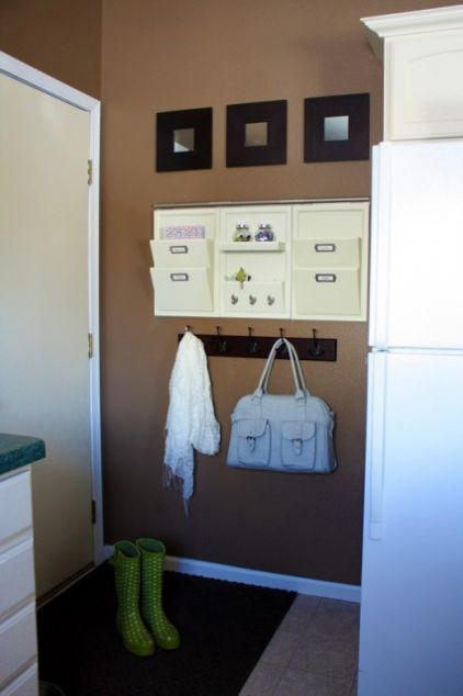Mail organization for entryway