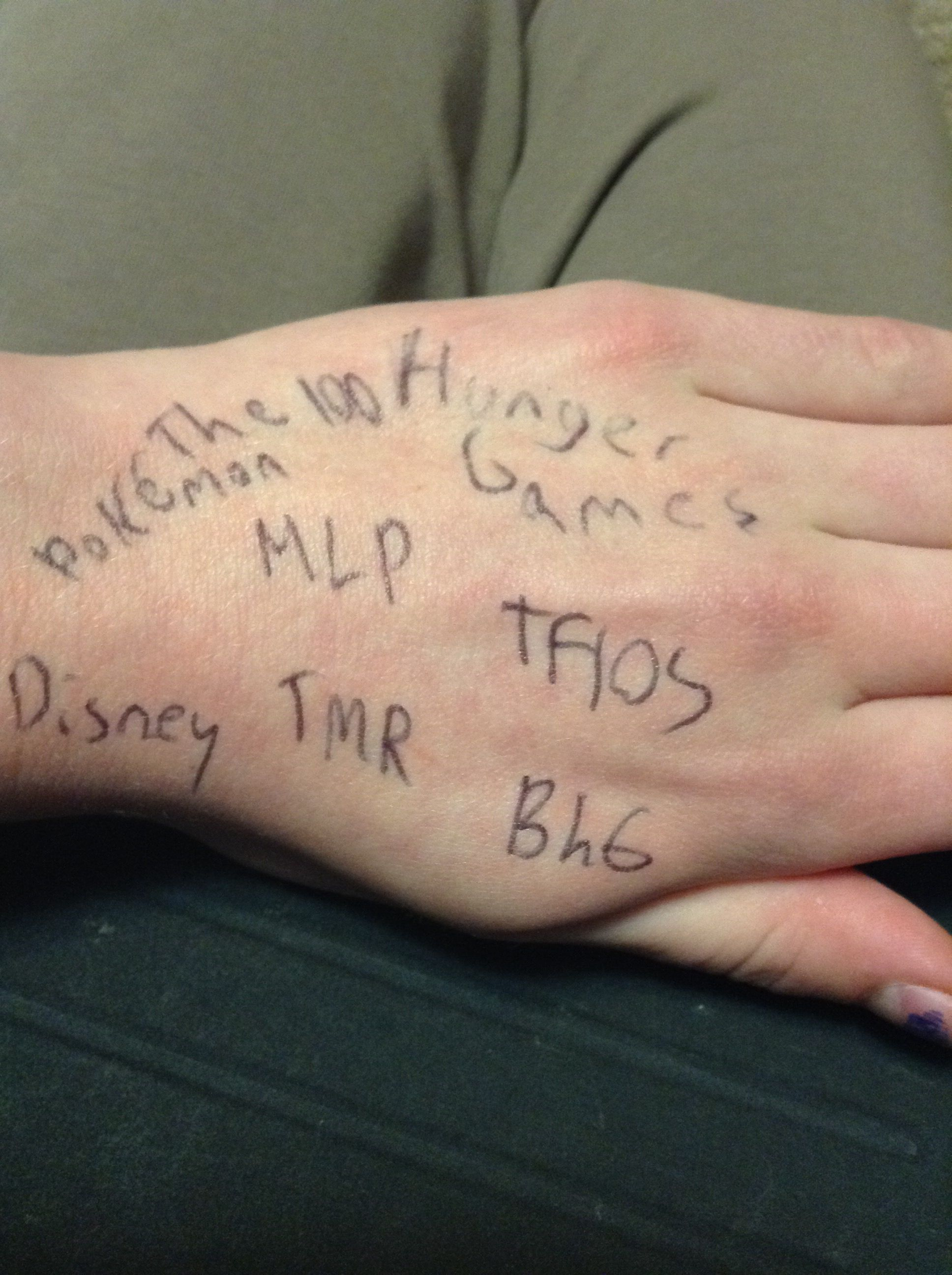 Fandoms unite!!! Started by @LilayJae  March 20-27 write all the names of your fandoms on your hand