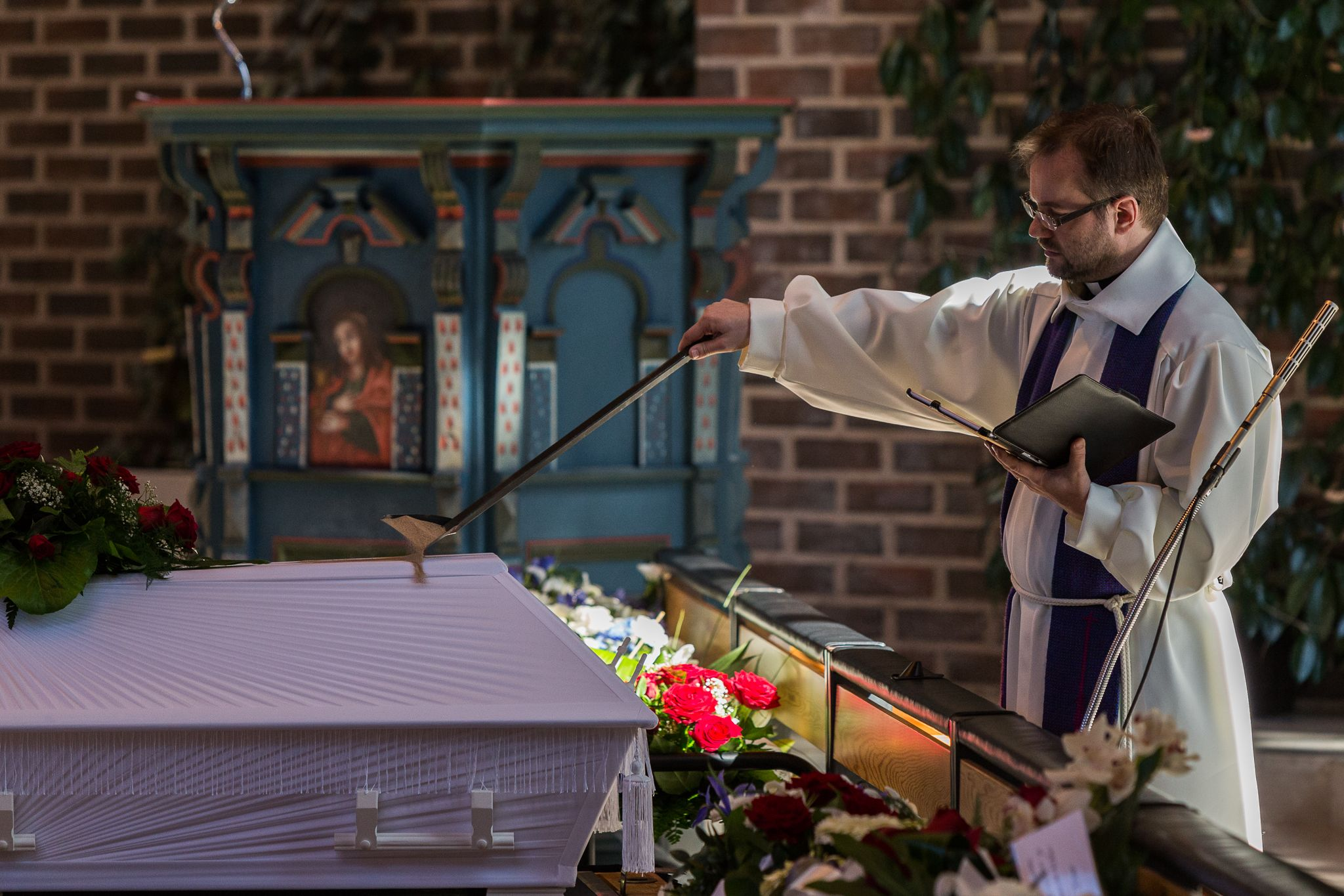 Hautaansiunaaminen Harjavallan kirkossa.