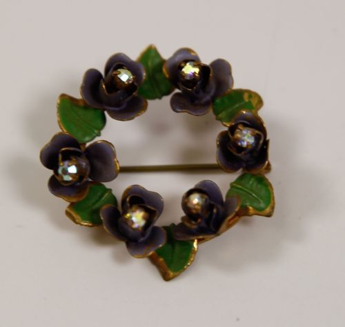 Sweet-Vintage-Gold-Tone-Pin-With-Violets