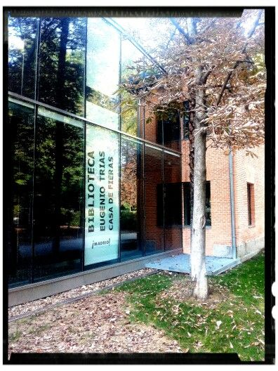 Biblioteca Eugenio Trias En La Antigua Casa De Fieras Del