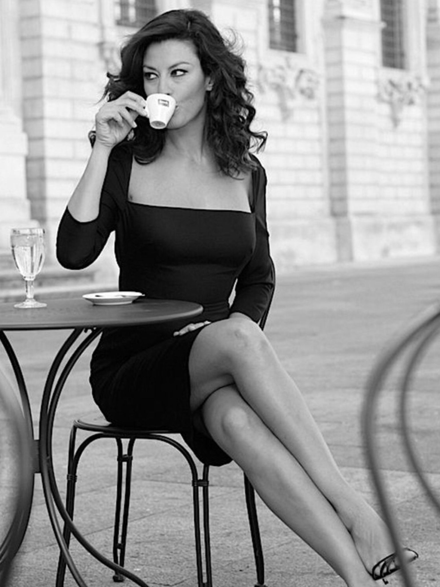 9351ad932733 WOMAN  COFFE