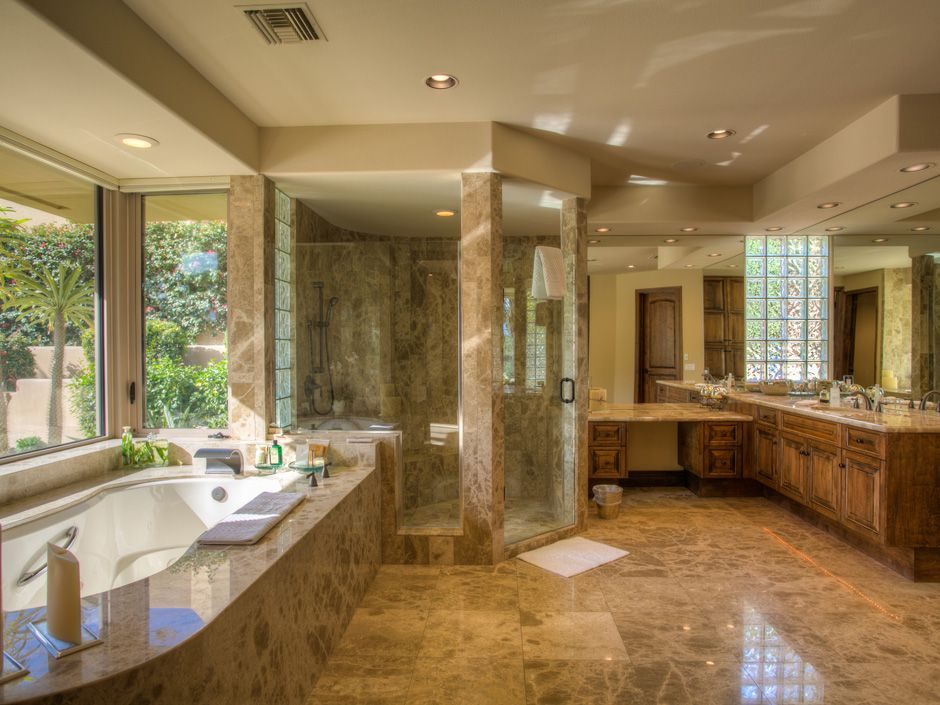 Marble Showers With Accent