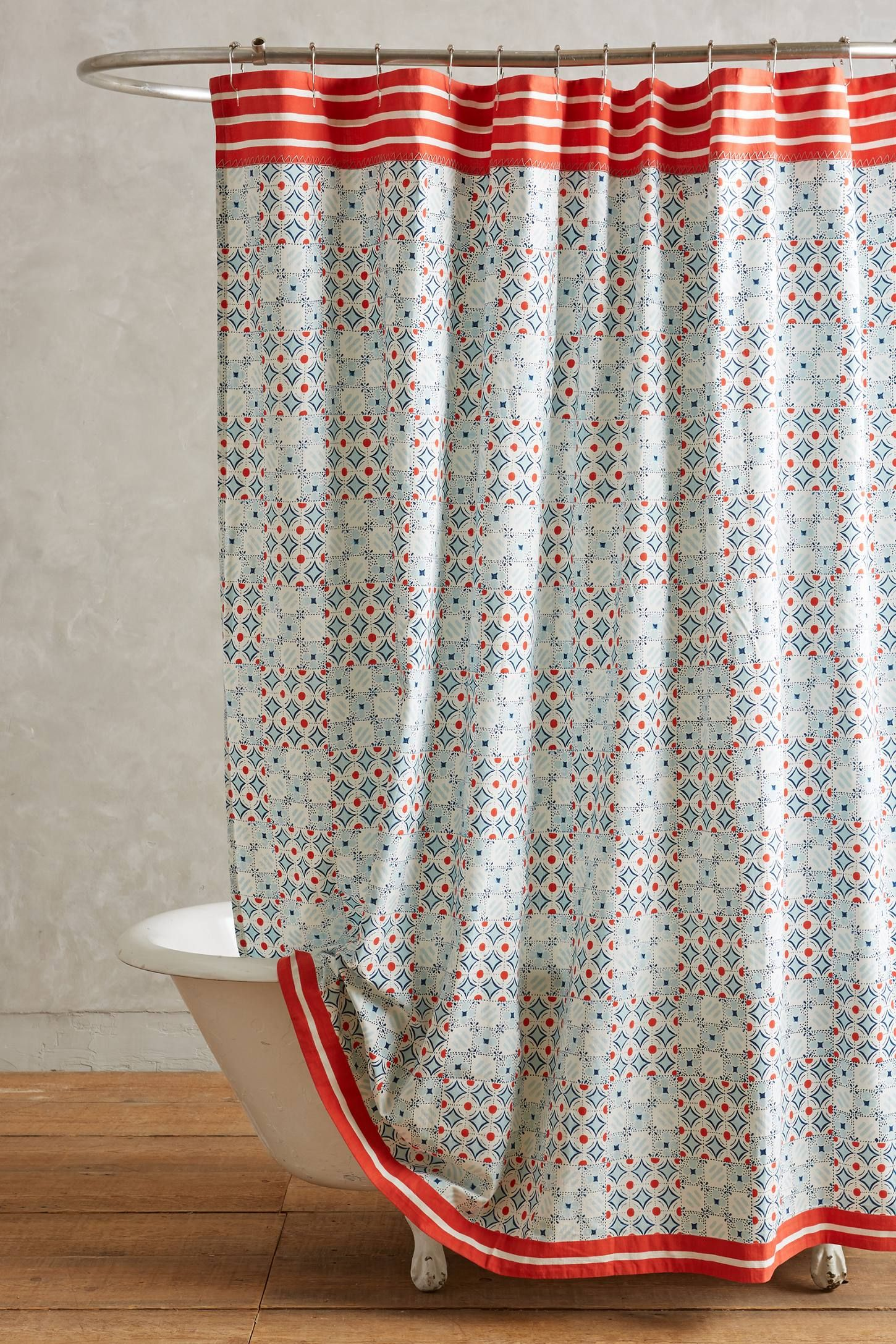 Rideau de douche original 21 rideaux que vous allez for Rideau pour fenetre salle de bain