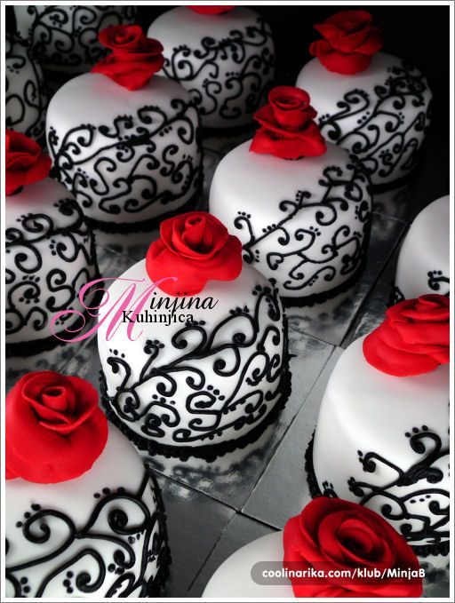 Gothic mini cakes