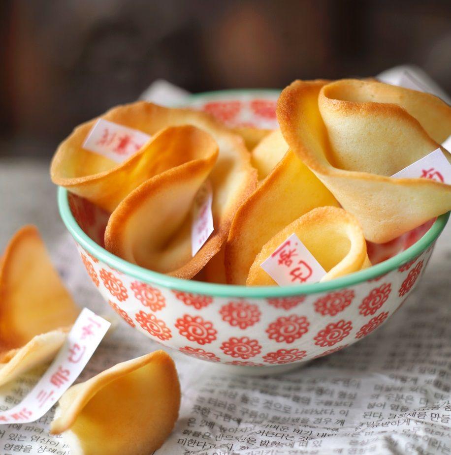 Chinskie Ciasteczka Z Wrozba Przepis Recipe Food Snack Recipes Desserts