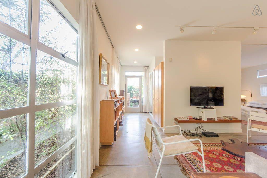 Modern Urban Refuge In Venice Beach Houses For Rent In Los Angeles Beach Houses For Rent Venice Beach House Modern