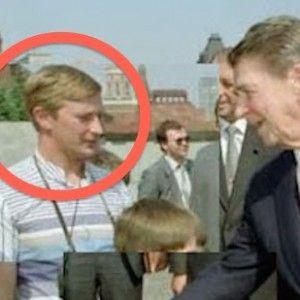 Vladimir Putin Spotted In 1988 Ronald Reagan Photo Ronald Reagan Vladimir Putin Politics