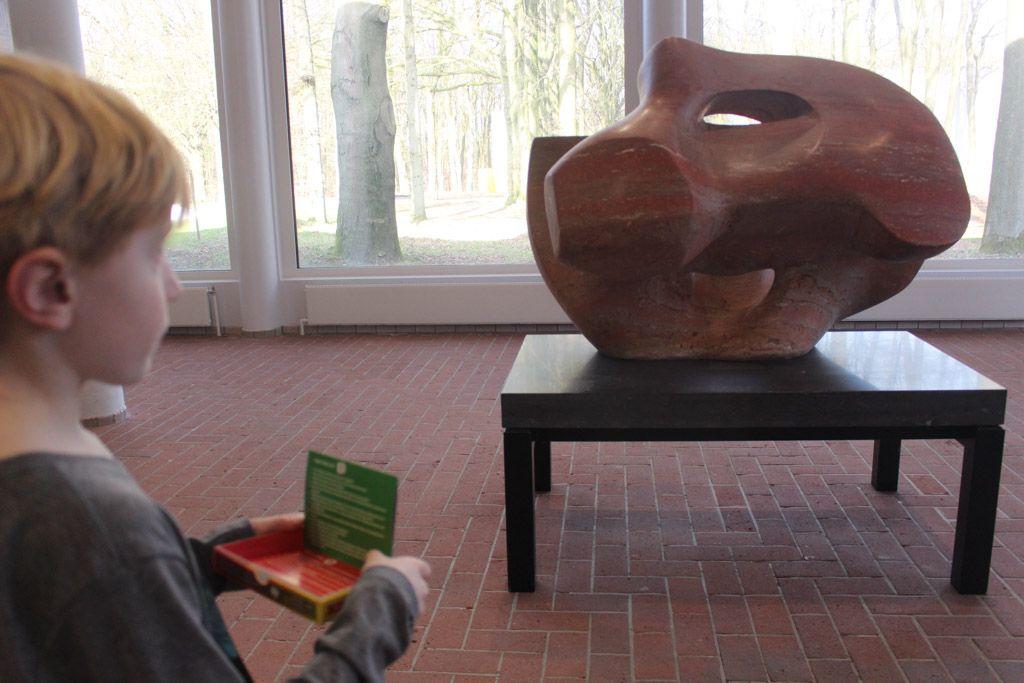 In het Kroller-Muller Museum kun je een leuk museumspel spelen, aanrader met kinderen! Vergeet ook niet om de beeldentuin te bezoeken met mooi weer.