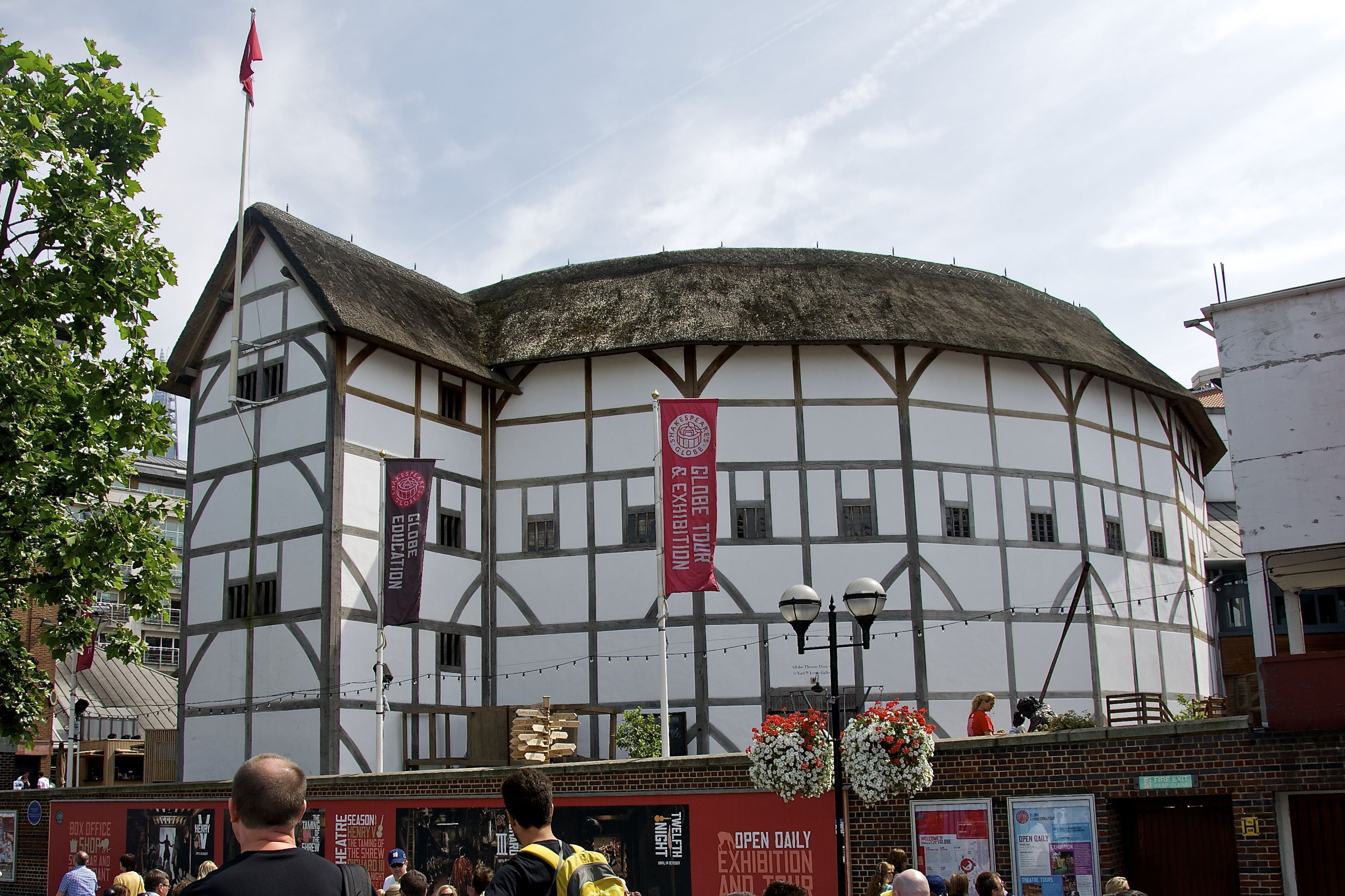 WOODEN OS: SHAKESPEARE'S THEATRES AND ENGLAND'S TREES.