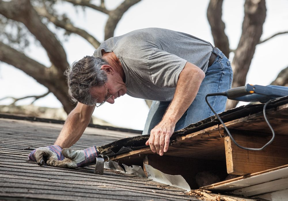 Do solar contractors cover damages to a roof during