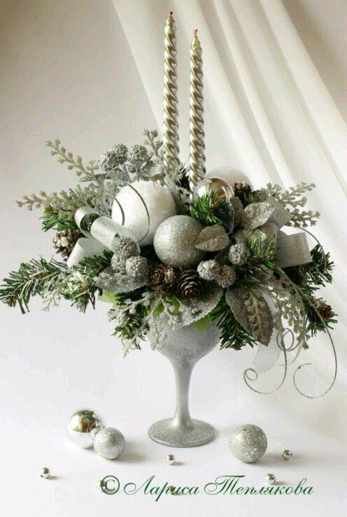 Hermosos centros de mesa navide os usando copas de cristal for Centros de mesa navidenos elegantes
