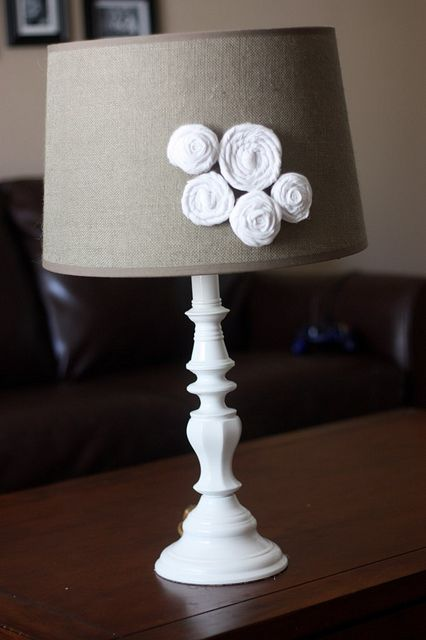 Great lamp makeover idea - and a tutorial on how to make the flowers - super easy!  I have the perfect old lamp that needs a makeover...