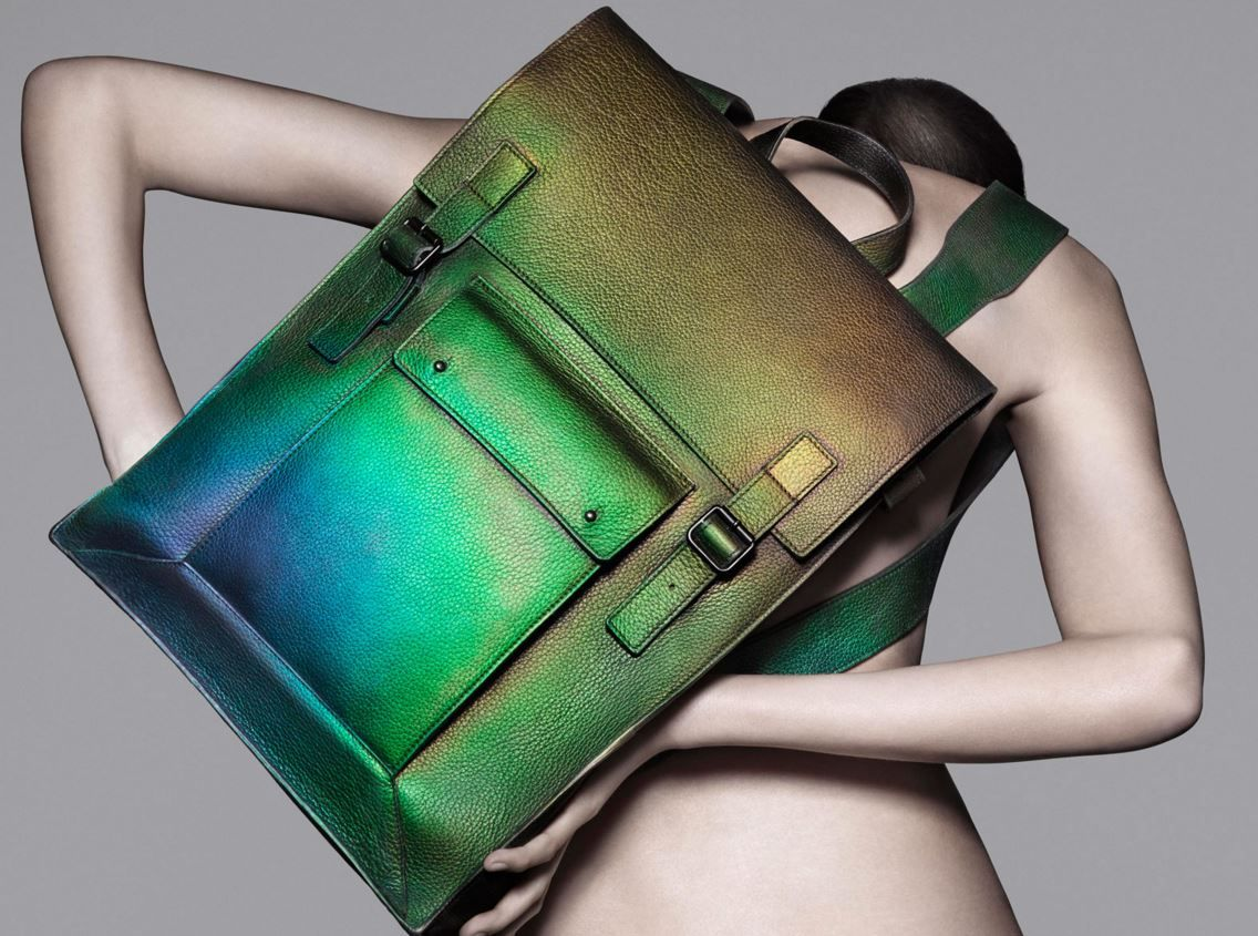 Thermochromatic application on leather handbag by Lauren