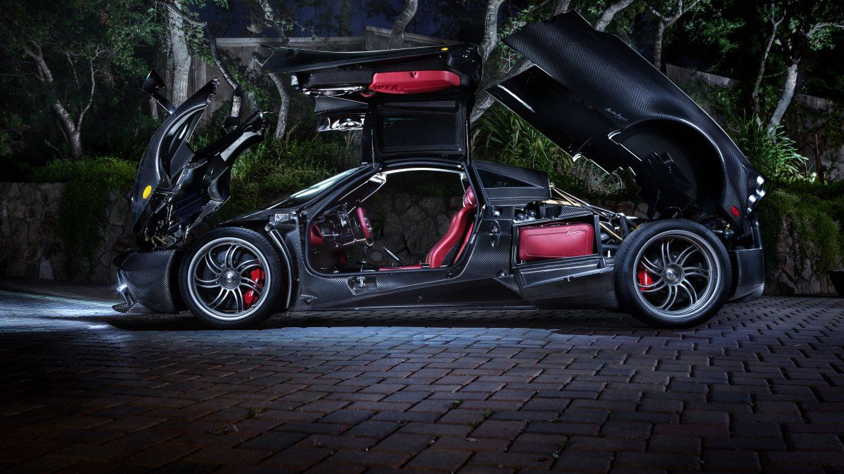 these are the 10 most beautiful cars you can buy right now steampunk interior pagani huayra. Black Bedroom Furniture Sets. Home Design Ideas