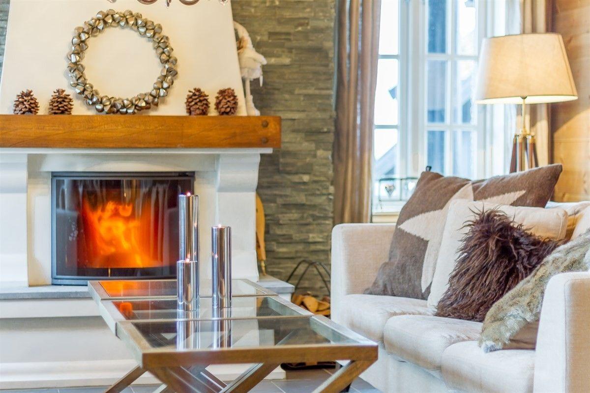 FINN – Rauland, Holtardalen - Meget flott hytte med ekte ski inn/ut innerst ved skibakken - Gode sol- og utsiktsforhold - Delvis overbygget terrasse og romslig parkeringsplass
