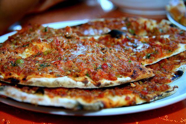 Turkish pizza Lahmacun  picar  Piqu