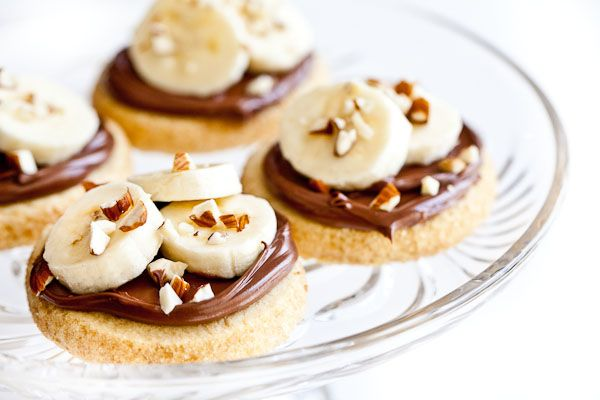 shortbread cookies with nutella, bananas and almonds. great quick dessert.