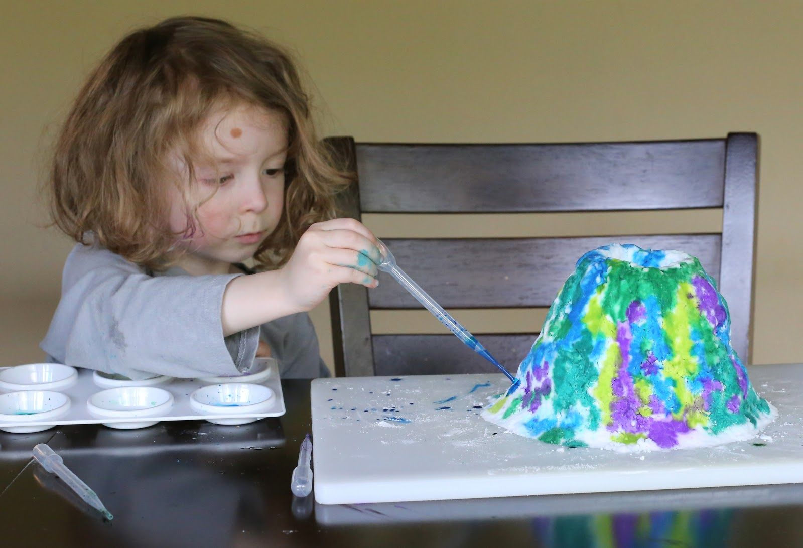 Build Paint And Erupt Foaming Volcano