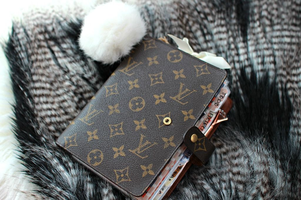 Medium Lv Planner Is A Perfect Size For Your Purse And Home To Stay Organized Stylish And Compact Louis Vuitton Agenda Louis Vuitton Planner Louis Vuitton Mm