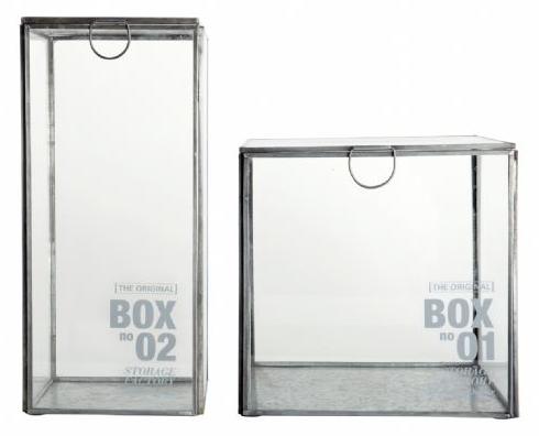 Glassboks til oppbevaring, kanter i sink. Velg mellom fire forskjellige størrelser. Fra House Doctor.Nr 1: 12 x 12 x 26 cmNr 2:12 x 12 x 6 cm.Nr 3: 12 x 12 x 16 cm.Nr 4: 8 x8 x 12 cm.