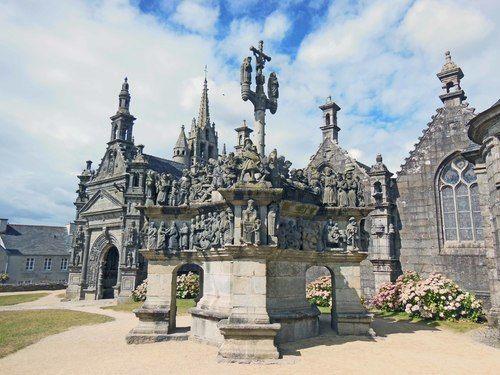 L Enclos Paroissial De Guimiliau Tourisme En France Bretagne Bienvenue En France