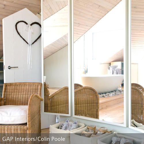 Spiegel Schräg Aufhängen mit einem spiegel räume größer wirken lassen schräg spiegel und