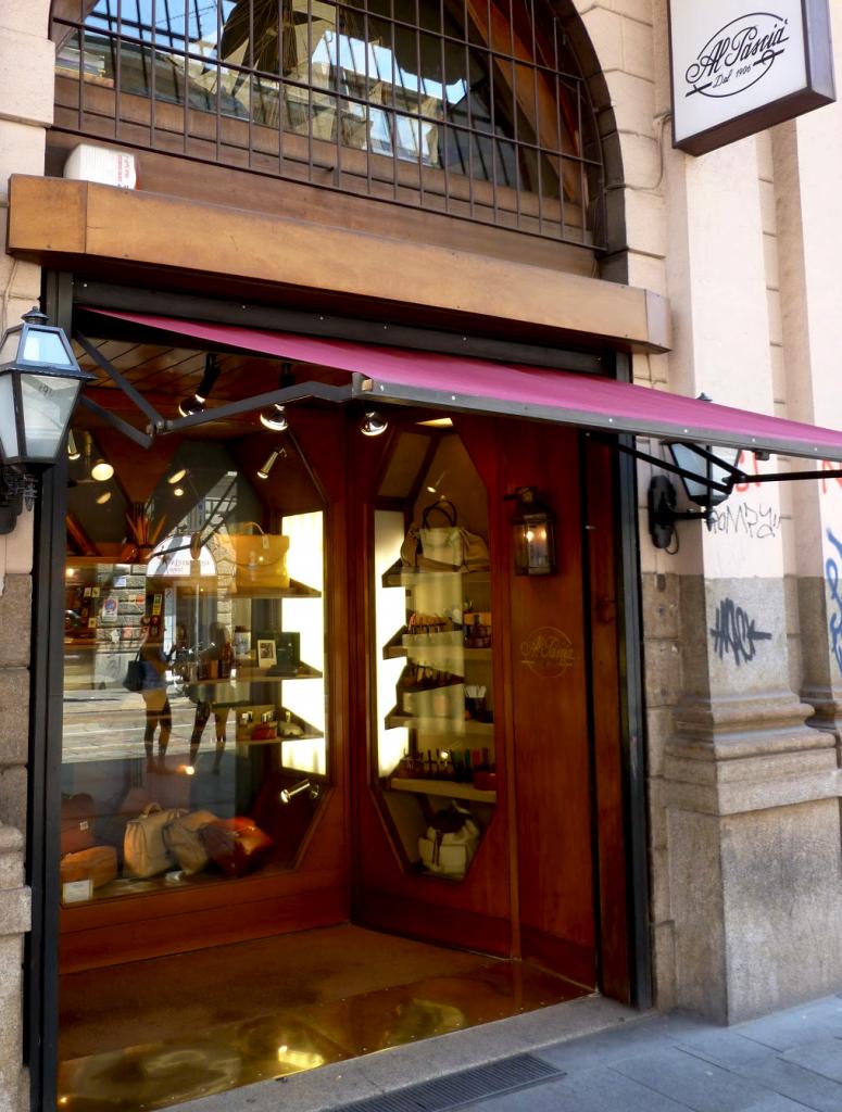 """""""Al Pascià"""", pipe seller in Milan since 1906"""